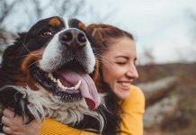 educazione cane cambio stagione con abbraccio