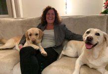 Alessia Valducci SEO Valpharma con i due suoi cani Duke e Maya