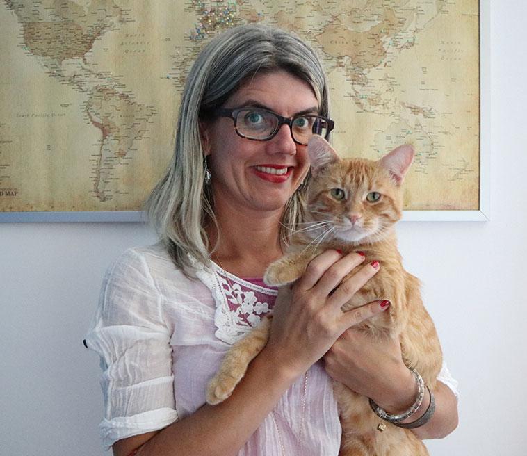 Francesca assieme al gatto